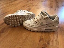 Nike Air Max 90 Trainers - juniors (UK size 3)