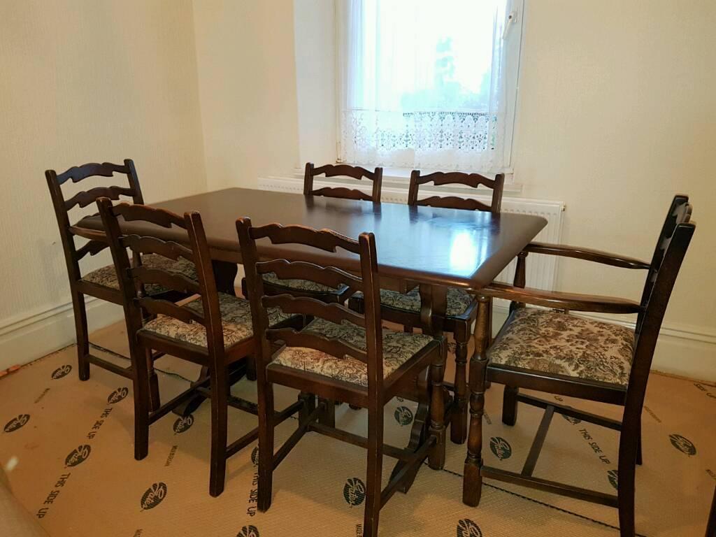 Priory dinning room Set