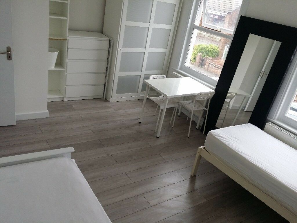 Double room in New Malden for a couple or friends to share