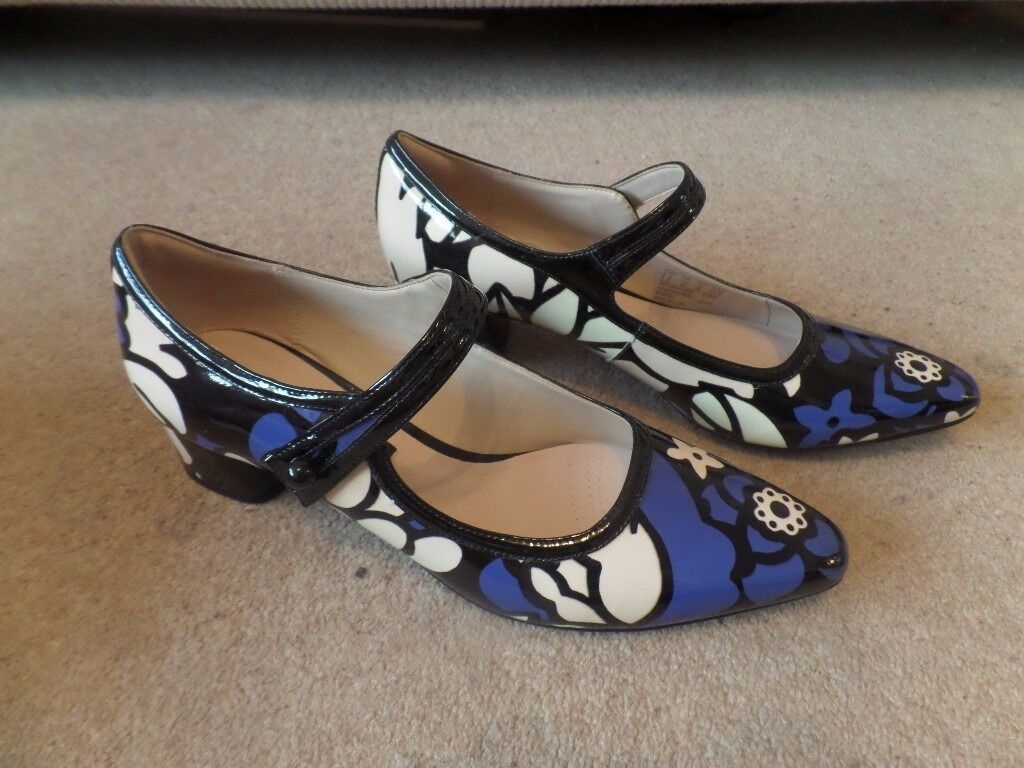 BNIB Size 5 Clarks V&A Swixties Faye 'Mary Jane' Blue/Black/Cream