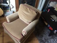 Beautiful and super comfy armchair
