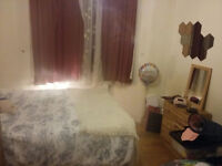 Double room, £130 per week, Leyton, Central Line, Overground, clean, tidy and friendly environment