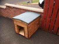 Brand New Superb Quality Wooden Dog Box with Felted Roof