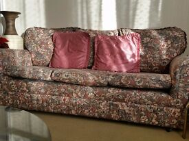 Floral 3 seater sofa. In excellent condition.