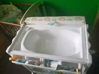 VIB changing unit with bath