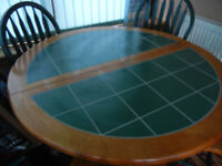 Good condition extendable table and 4 chairs