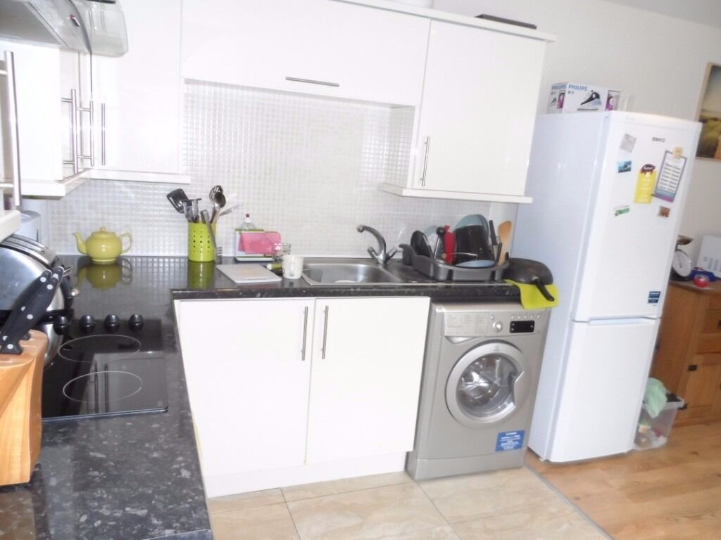 1 Bed first floor flat East Dulwich Peckham Rye Common connects to Victoria London Bridge Islington