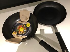 Cast iron wok & frying pan