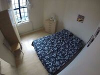 Super nice Huuuge Bedroom in Hackney ! Available Today !