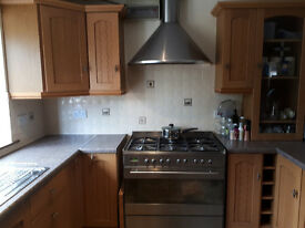 Full solid oak second hand kitchen. All units, sink and cookerhood included