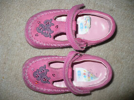 Clarks Girls pink shoes size 6H, fair condition.
