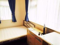 Double en-suite room with kitchenette - Flexible let - Single occupancy only