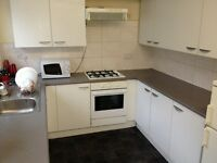DOUBLE ROOM TO LET IN HOUSE OF PROFESSIONAL TENANTS, NO PARTYING, QUIET ND CLEAN, INCLUSIVE BILLS