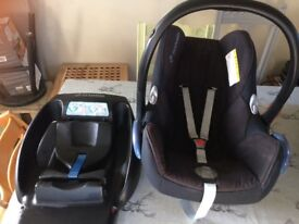 Isofix Base & Maxi Cosi baby car seat. Suitable for newborn till approx 8/9 months (18kgrams)