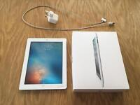 Apple iPad 2 Wi-Fi 32GB White - Spares or repairs - cracked screen - with box and charger