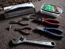 Bundle of tools & bulbs (headlights etc) RRP: £65.97