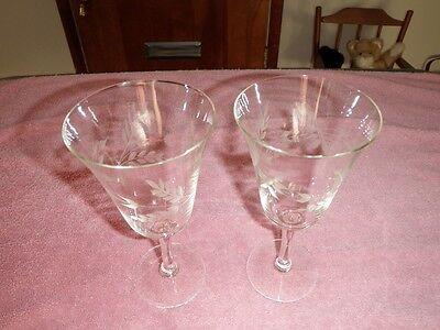Floral Design Set of 4 Wine Glasses