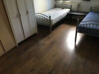 MASSIVE TWIN ROOM IN A LOVELY FLAT, TERRACE, AMAZING FLATMATES, 1 MONTH MINIMUM CONTRACT