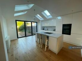 3 bedroom house in Longford Close, Hampton Hill, TW12 (3 bed) (#411703)