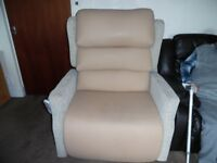 Primacare bariatric orthopedic recliner chair