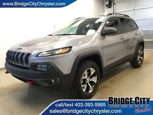 2016 Jeep Cherokee Trailhawk- Leather, Sunroof, Remote Start!
