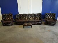 BROWN LEATHER HIGHBACK CHESTERFIELD LOUNGE SUITE 4 SEATER SOFA 2 ARMCHAIRS FOOTSTOOL CAN DELIVER