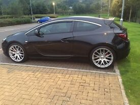 STUNNING BLACK ASTRA GTC SRI 1.4 TURBO