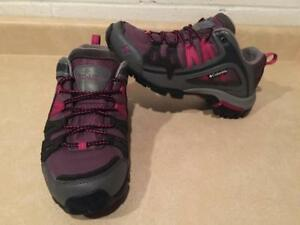 Women's Size 9 Columbia TechLite Omni-Grip Hiking Shoes