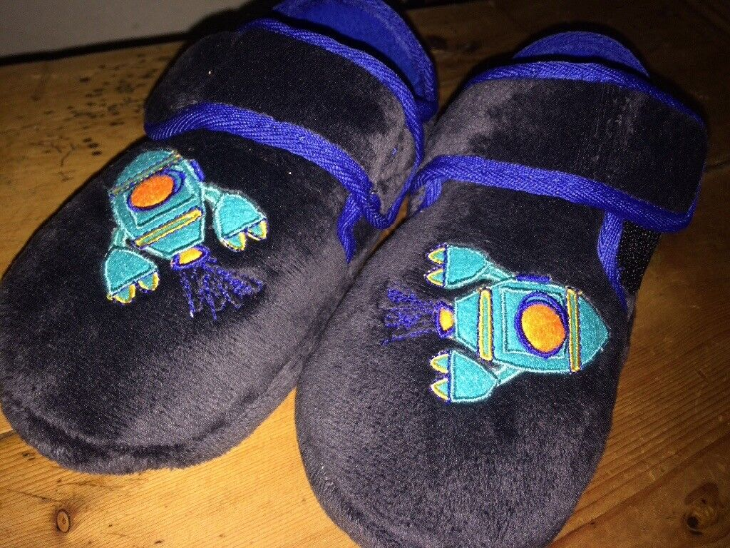 Boys marks and spencer slippers, size 10, never worn,stickers on