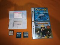FOR SALE NITENDO DS LITE WITH 5 GAMES NO CHARGER