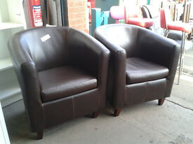 Set of 2 leather tub chairs
