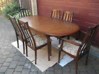 Vintage extending dining table and six chairs very good condition