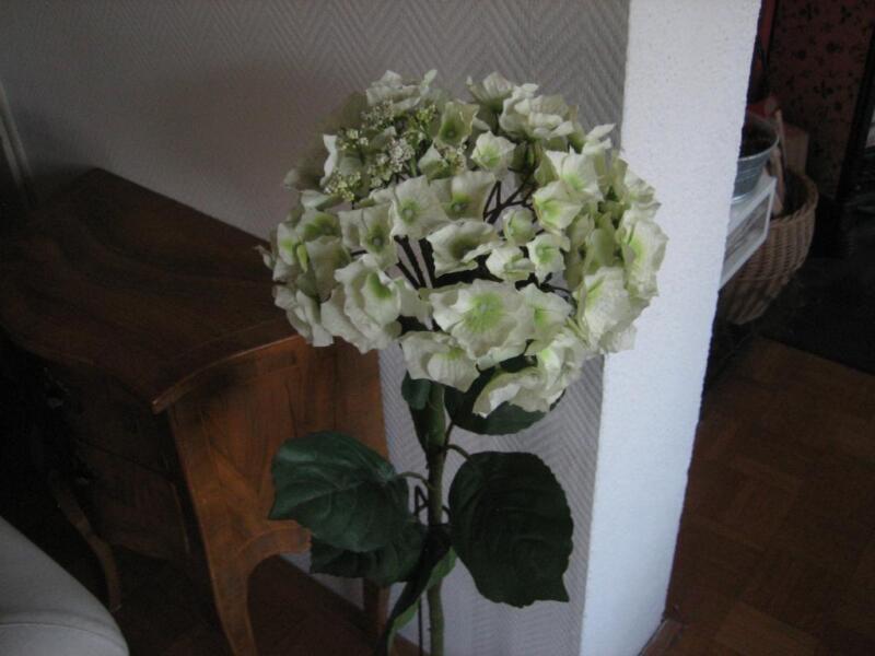 gro e wei e hortensie 105 cm kunstblume mit metallst nder in baden w rttemberg ravensburg. Black Bedroom Furniture Sets. Home Design Ideas