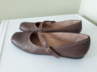 Womens shoes, Style name : SIMMY. Colour: brown. Size 7. B fitting.