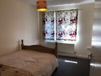 Newly decorated spacious double bedroom in a flat share in Luton