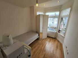 Studio flat in Chapter Road, Dollis Hill, NW2