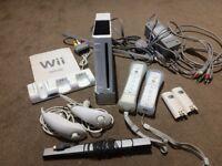 Nintendo Wii, 2 controllers, 2 nunchucks & 6 games