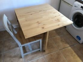 For sale: wooden table & 4 chairs