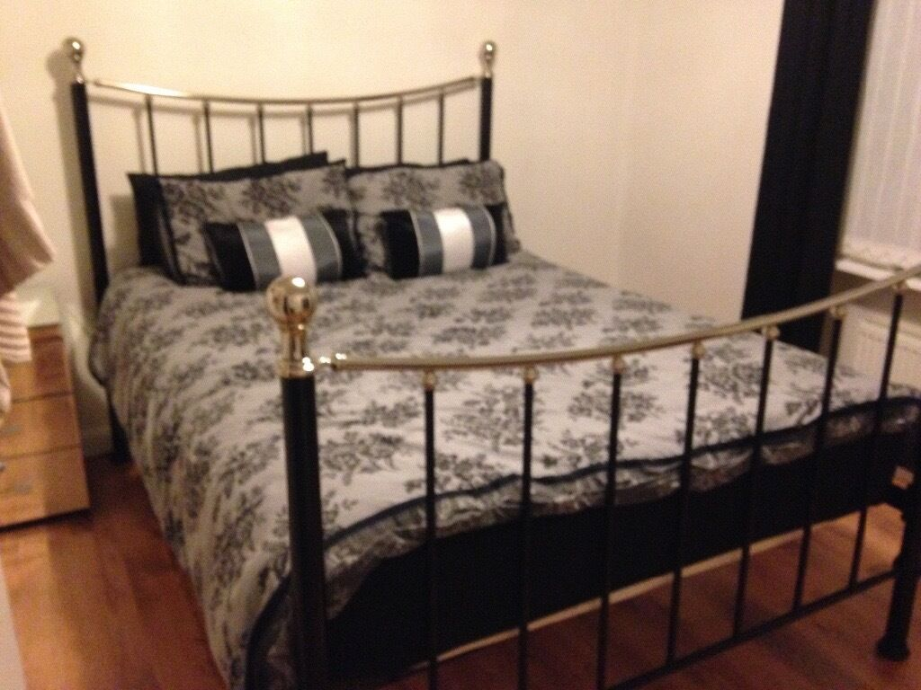 Ex-bensons for beds 4year old, good condition king size black and ...