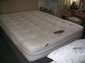 King size Silentnight 2000 pocketed sprung 'firm' mattress.