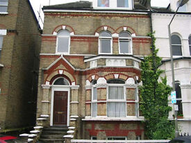 Modern large 1 bed flat with garden on Disraeli Rd. Bills Included. 5min walk to Putney Tube/ Train