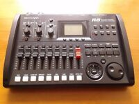 ZOOM R8 multi-track recording interface. Total music production. Excellent condition.