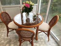 Wicker table and 4 chairs in Mahogany