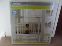 Lindam Sure Shut Porte Child Safety Gate Brand New and Sealed In Box....