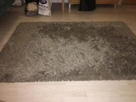 Grey voluminous rug in great condition 133x195 cm