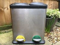 Double rubbish pedal bin