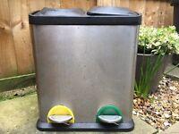 Double rubbish pedal bin