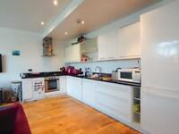 *NEWLY RENOVATED 2 BEDROOM APARTMENT OPPOSITE TUBE STATION*