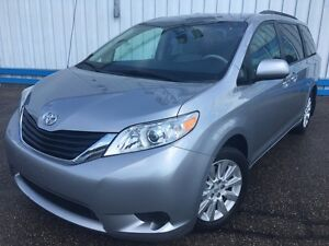 2012 Toyota Sienna LE AWD *POWER SLIDING DOORS*