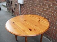pine table good condition